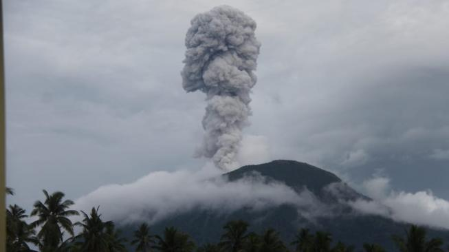 Status Waspada, Gunung Ibu di Halmahera Barat Meletus
