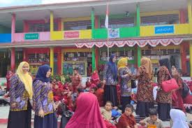 Maluku utara mempraktekan belajar di luar kelas