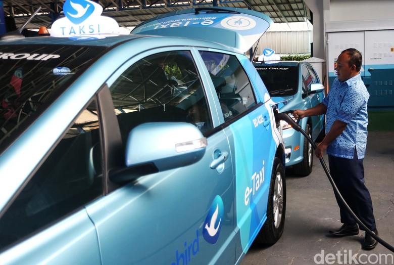 Banyak Dipakai Taksi, Populasi Mobil Listrik Meningkat di RI